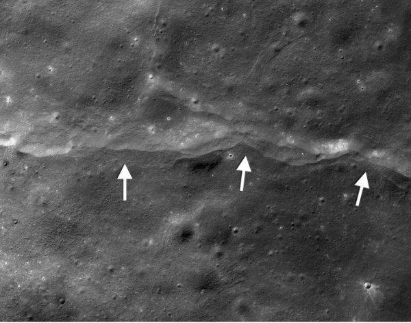 Бластер размером с планету: Пришельцы превратили Луну в огромную космическую пушку