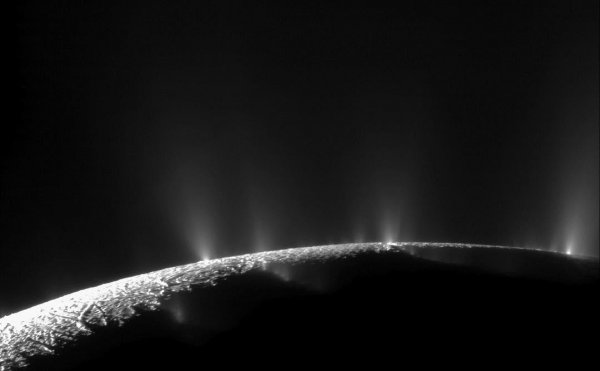 Космодром кораблей пришельцев на спутнике Сатурна попал на фото
