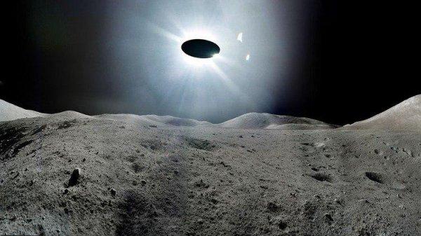 Россиянин заснял НЛО около Луны через телескоп