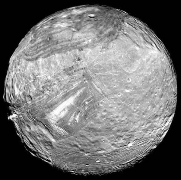 Космодром Миранда: Зомби-спутник Урана может скрывать флот пришельцев