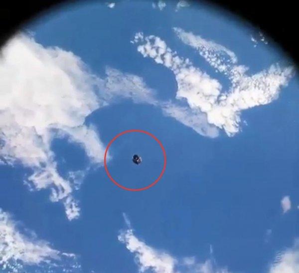Вторжение в День России: Астронавты МКС засняли дрон-разведчик Нибиру на орбите Земли