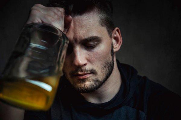 Муж спивается...  Как помочь мужу избавиться от тяги к спиртному, рассказал психолог