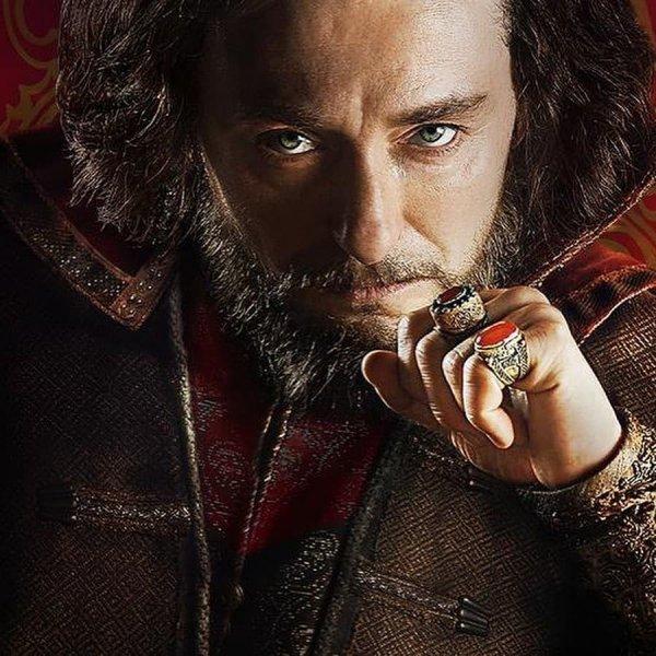 Безруков замахнулся на царский престол. Справится ли народный герой?