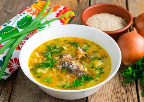 Сырный, рыбный, гороховый. Три супа без мяса, которые готовятся 20 минут - рецепты